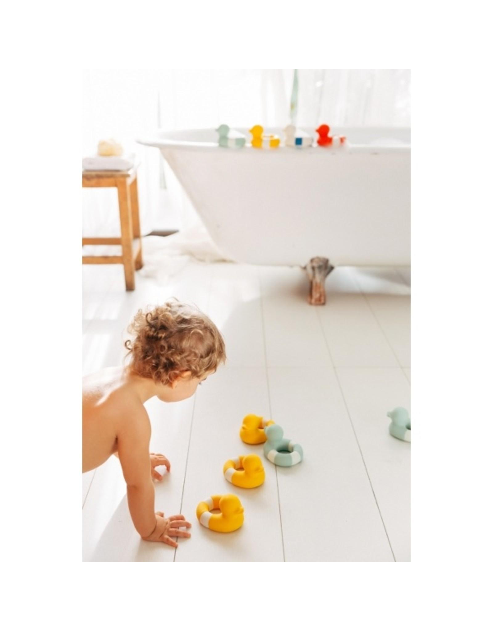 Oli & Carol FLO le canard de bain - jaune