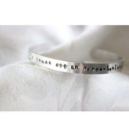 """Buzios23 Bracelet rigide """" une maman est un porte bonheur"""""""