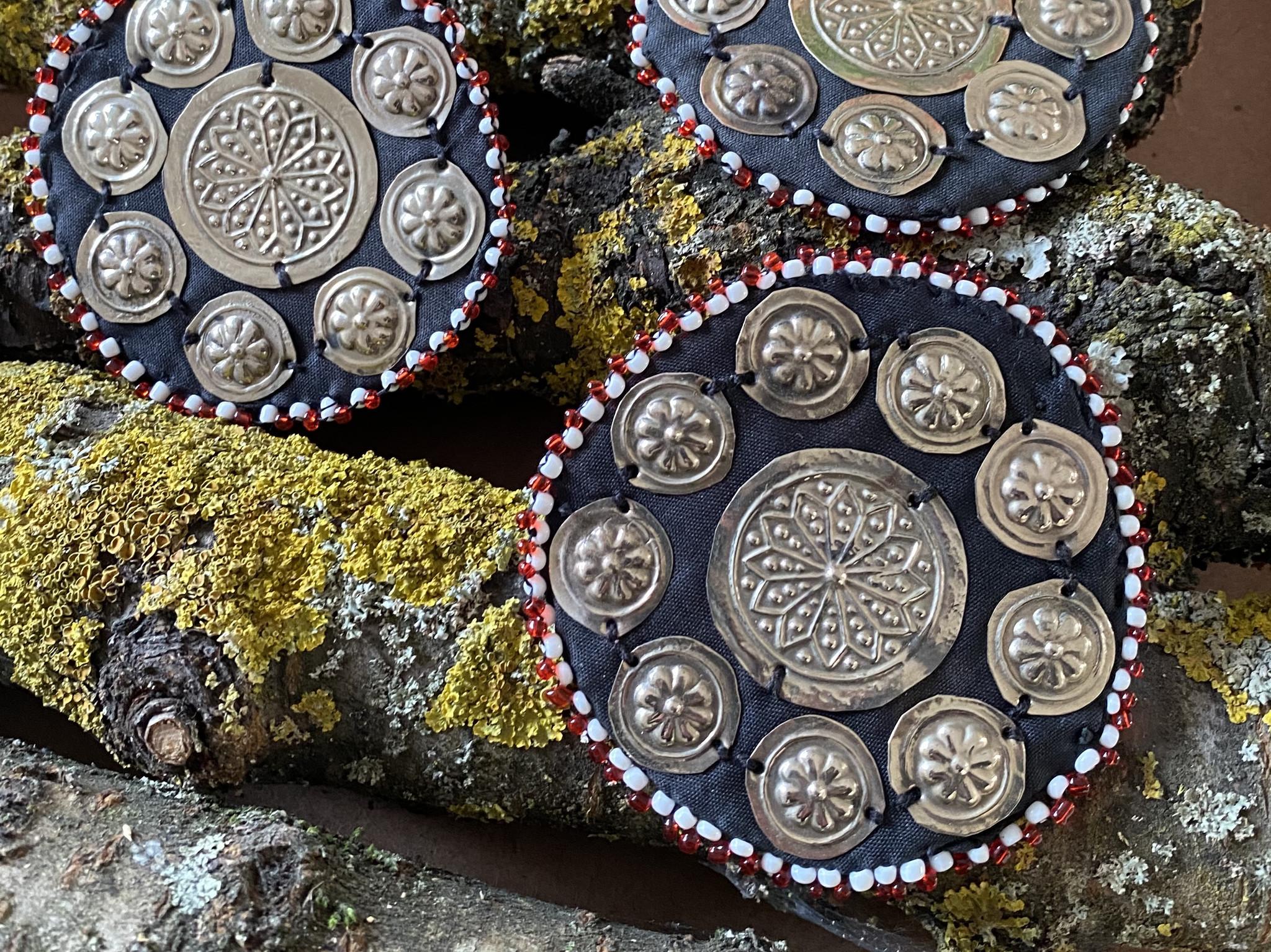 Tribal Medaillons schwarz/ Gillet
