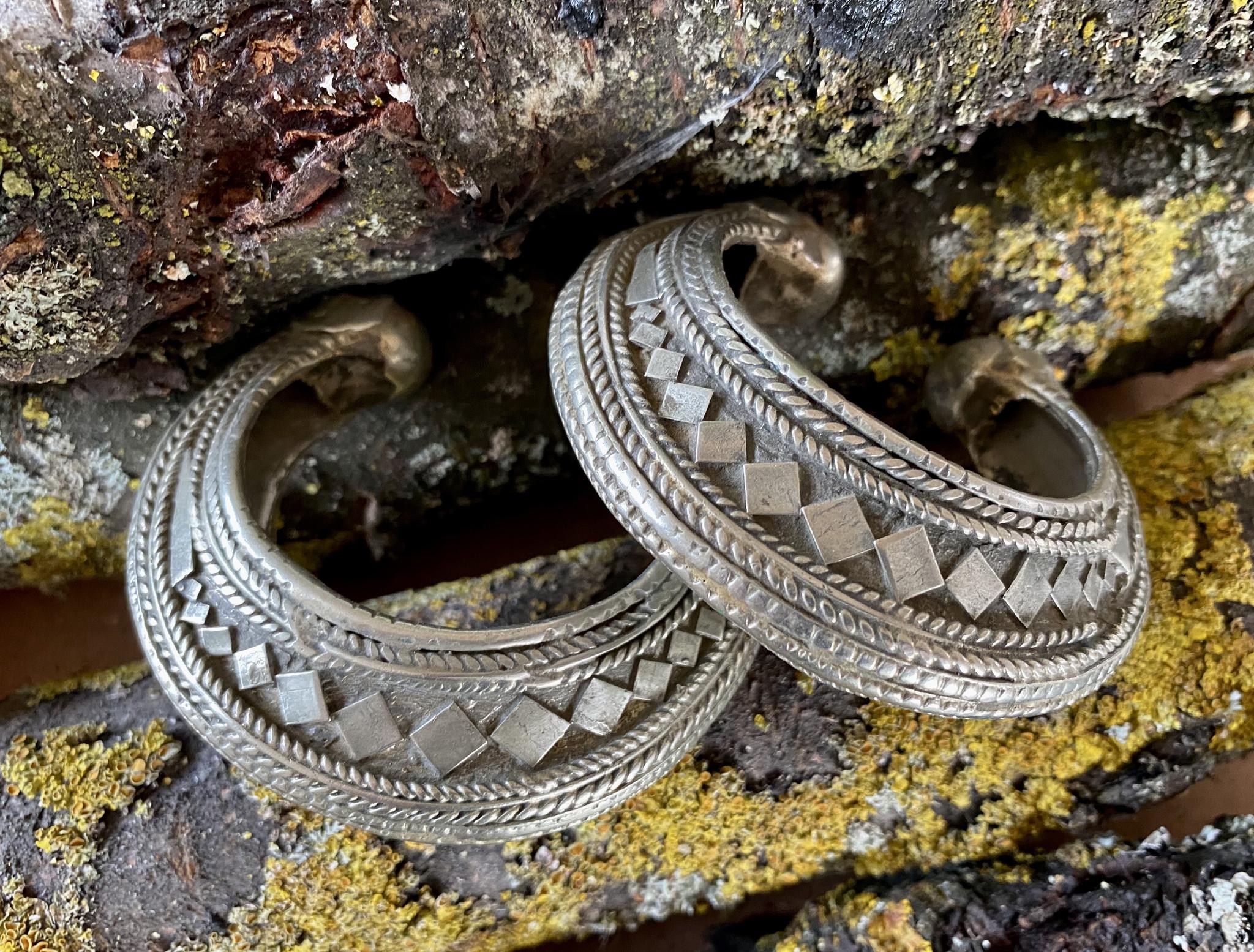 Paar Tribal Armspangen