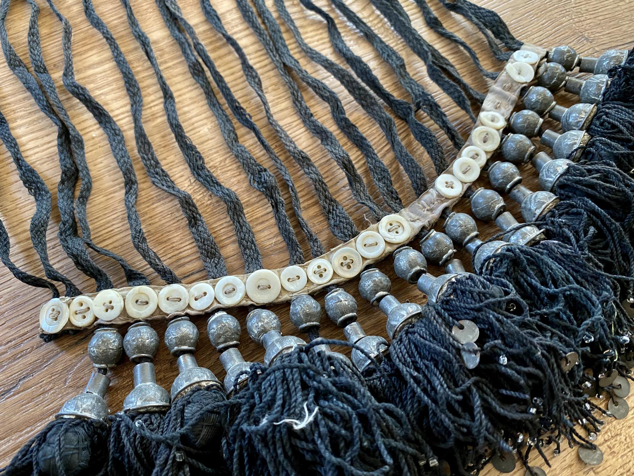 Usbekische Kopf Dekoration mit Quasten