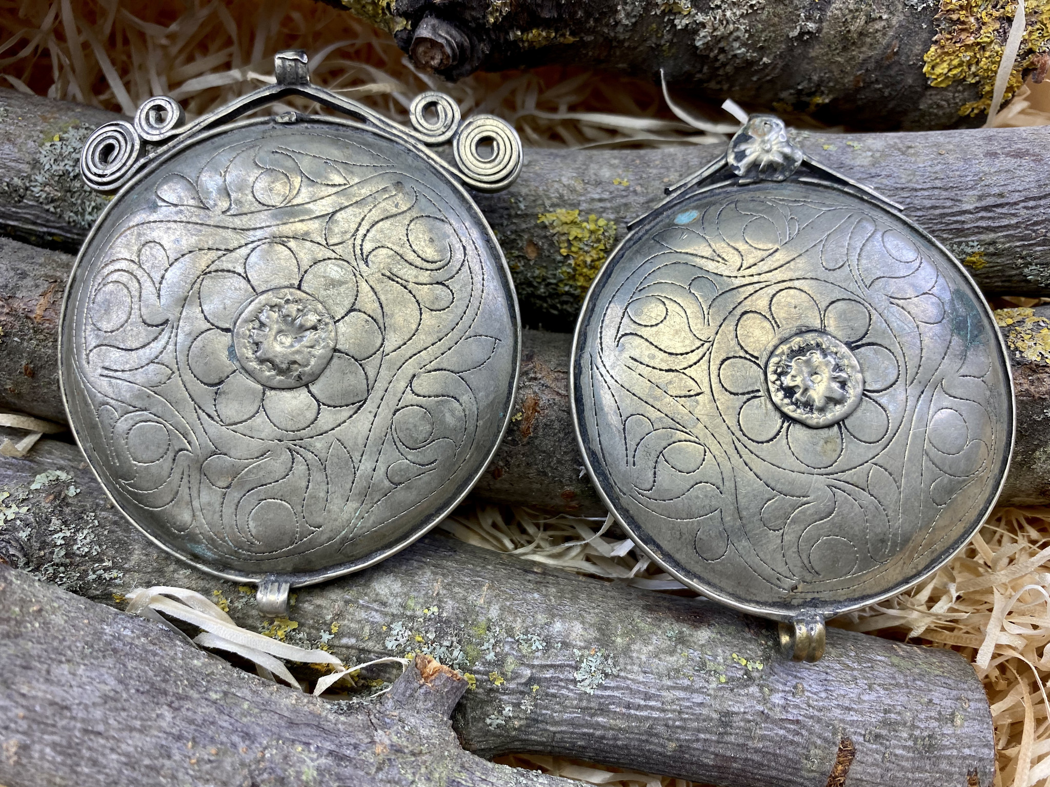 2 pcs Tribal discs