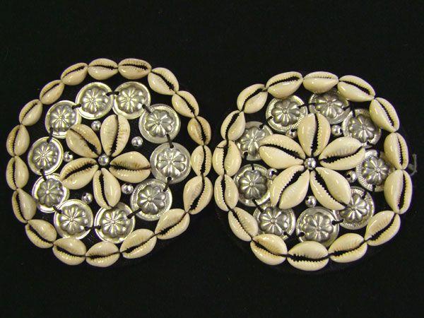 Tribal Cowry medaillon