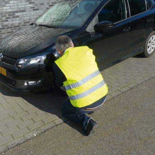 Carpoint De Carpoint duopack veiligheidsvesten Senior zijn onmisbaar in iedere auto en in veel Europese landen verplicht om in de auto te hebben. De reflecterende strepen zijn in het donker vanaf een grote afstand zichtbaar. Inhoud 2 veiligheidsvesten in opvallend