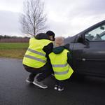 Carpoint Het Carpoint gezinspak veiligheidsvesten zijn onmisbaar in iedere auto en in veel Europese landen verplicht om in de auto te hebben. De reflecterende strepen zijn in het donker vanaf een grote afstand zichtbaar. Inhoud 4 veiligheidsvesten (2x S, 2x XL) in