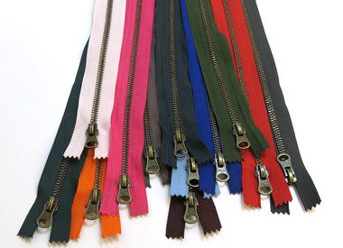 Finished zippers - ANTIQUE BRASS