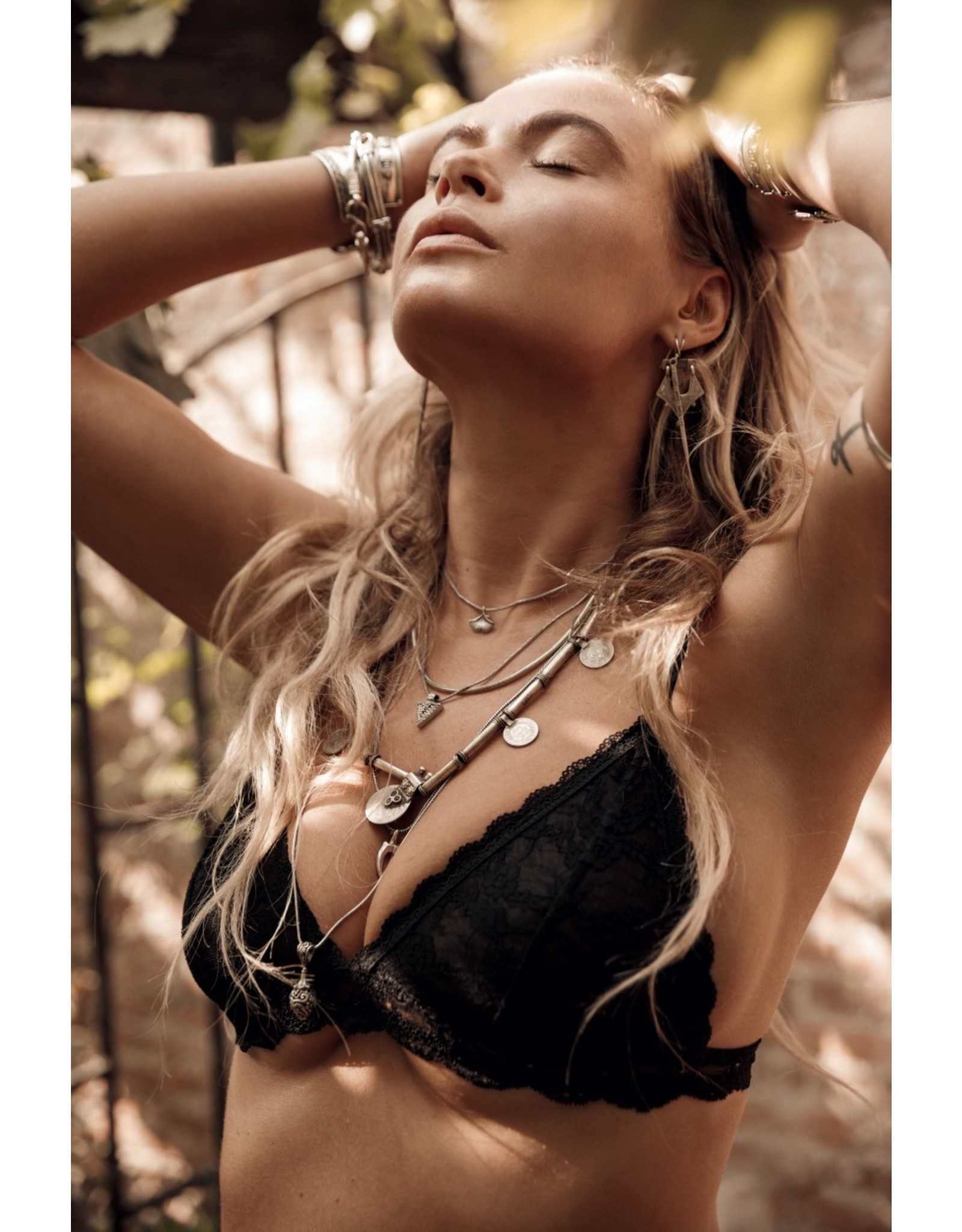 MW Roses Lace Bralette Black