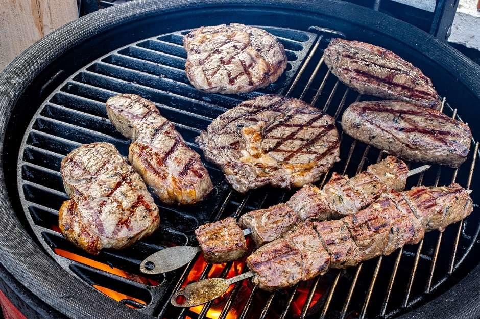Griekse BBQ mixed grill met souvlaki en brizola