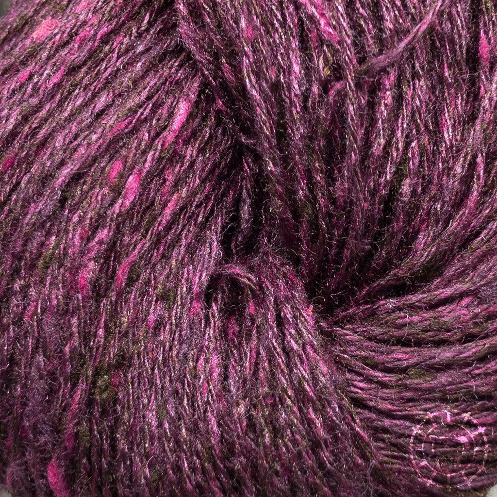 «BC Garn» Tussah Tweed – Bordeaux, tiefroter Wein, mit rosa Sprenkeln