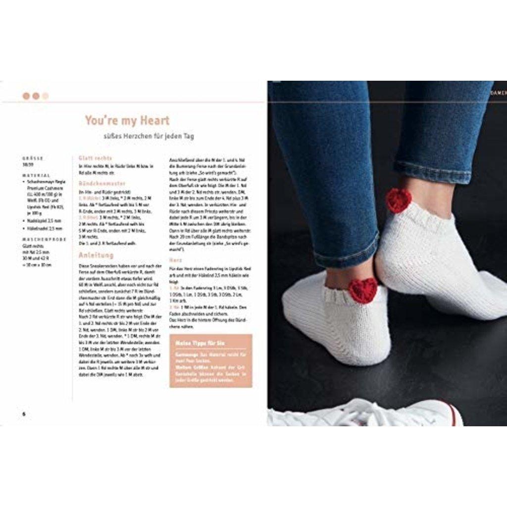 Sneakersocken stricken mit Wow-Effekt – mit Eyecatcher an jeder Socke