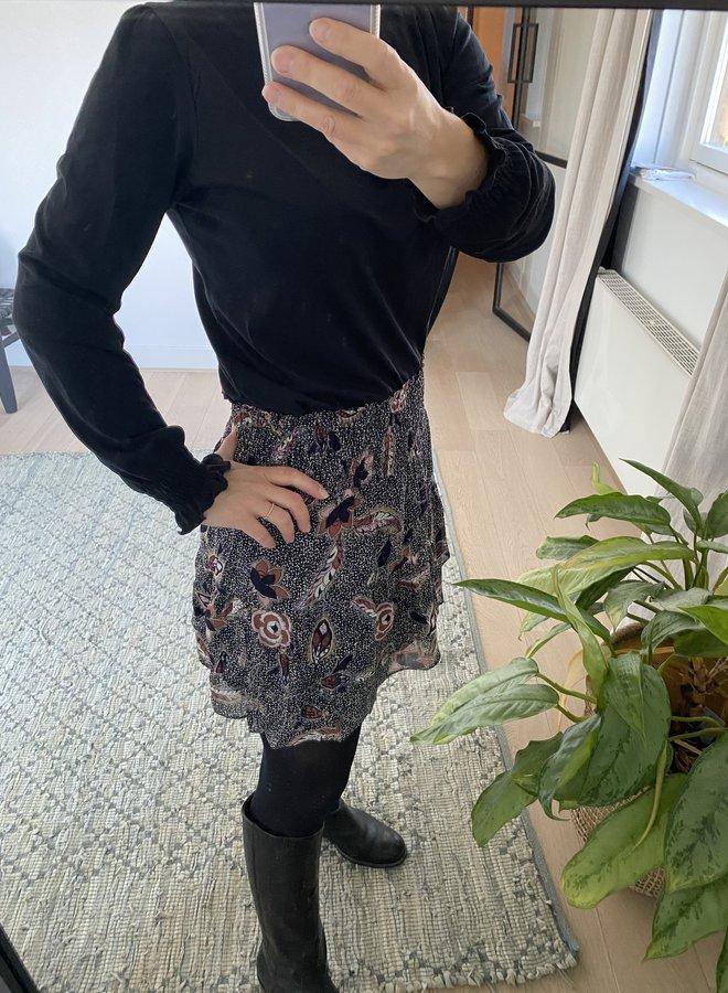 Second Female W20 geo skirt caviar