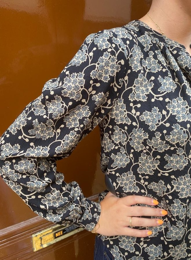 By Bar avia blouse black print