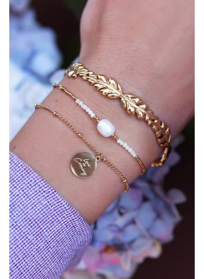 Armband Love Is Coming Goud
