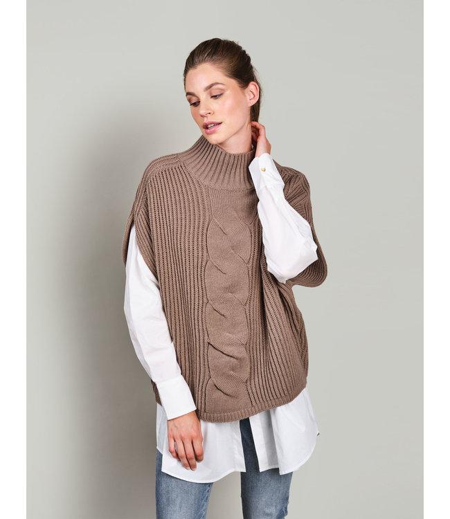 Summum Woman 7s5593-7842  Sleeveless cable sweater wool acrylic knit