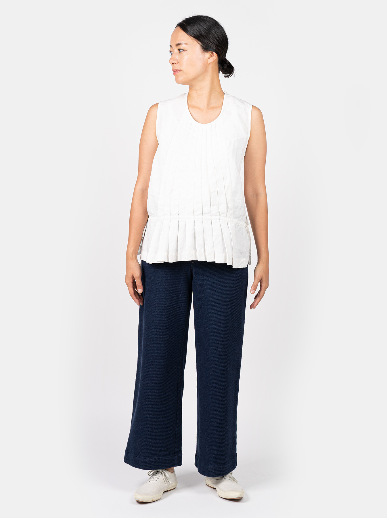 WH Linen Sleeveless Tuck Blouse-2