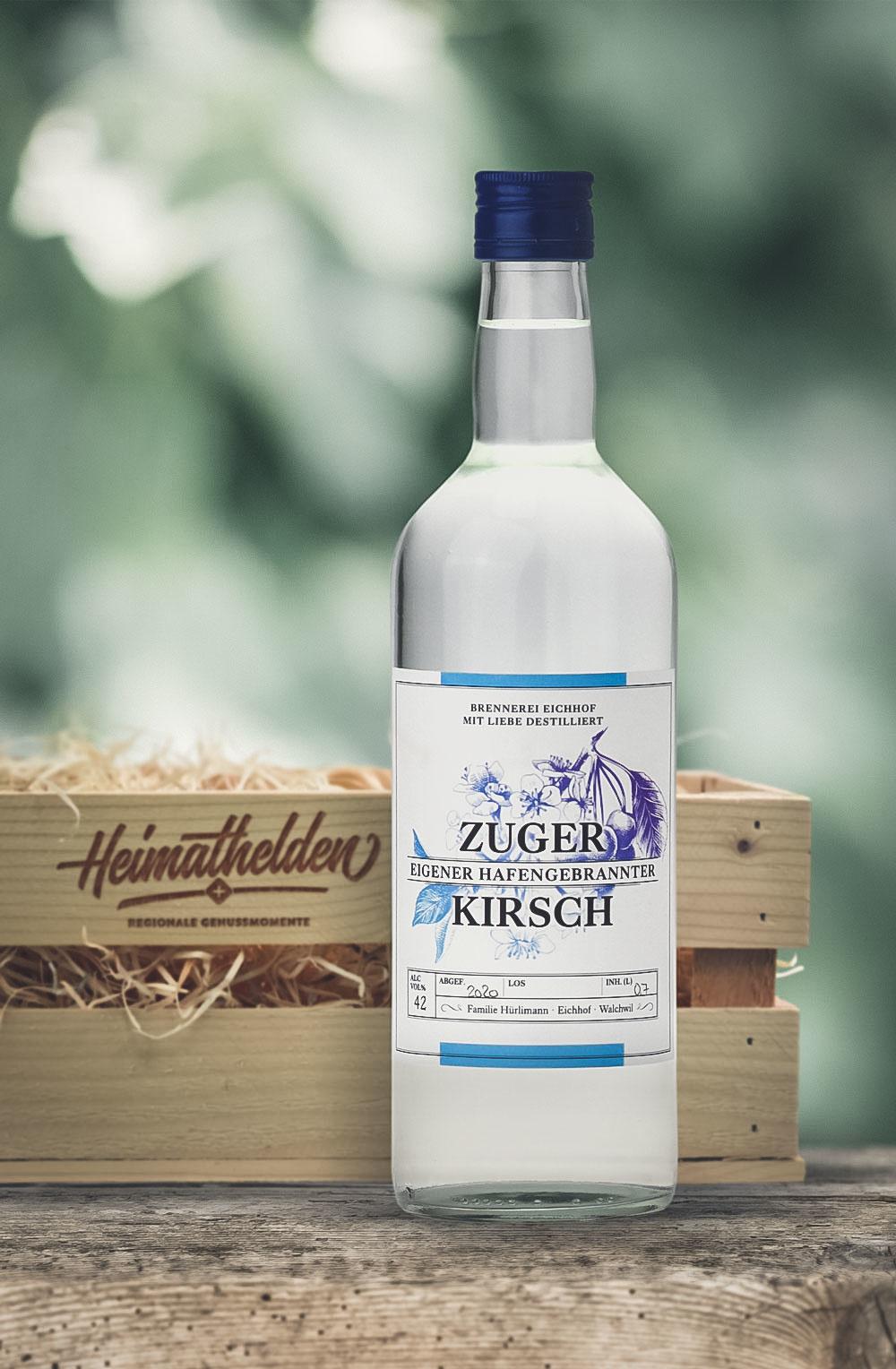 Zuger Kirsch 70cl in attraktiver Geschenk-Holzharasse-1