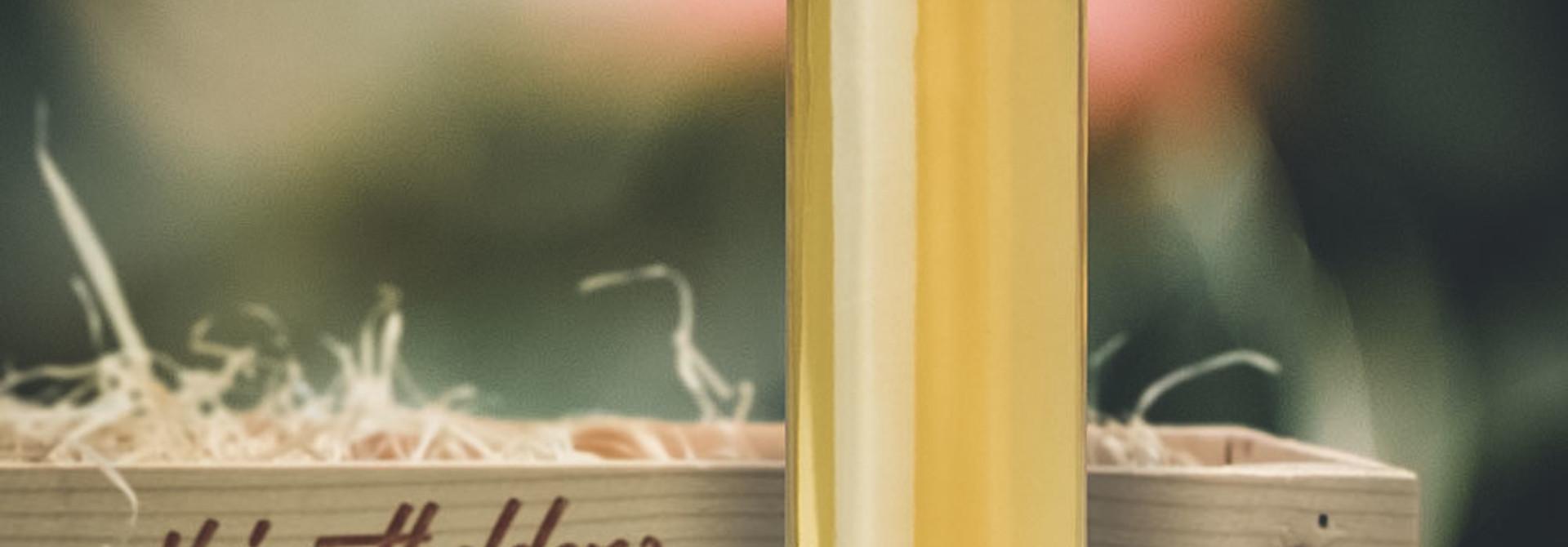 Keiserapfel in dekorativer Geschenk-Holzharasse