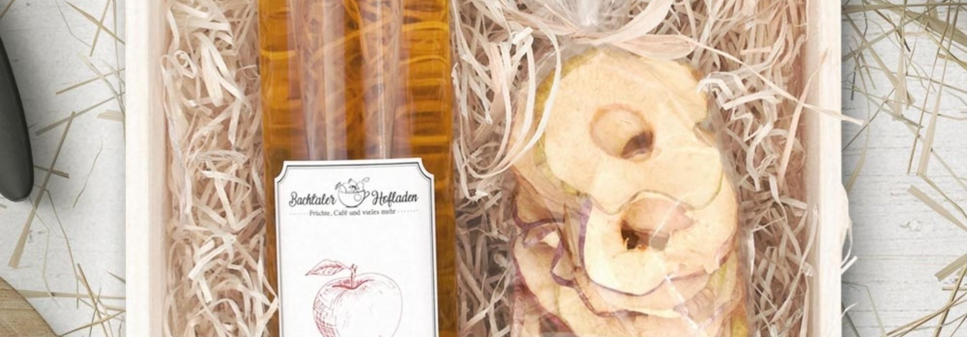 Vieille Pomme 50cl mit Apfelringen in Holzarasse