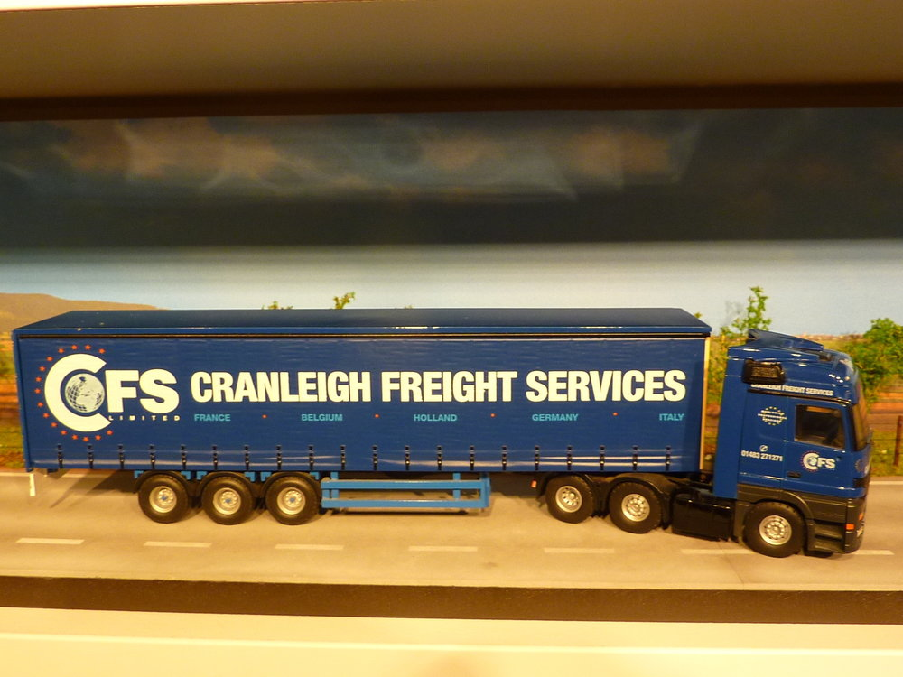 Tekno Tekno Mercedes Actros met schuifzeilen oplegger Cranleigh Freight Services