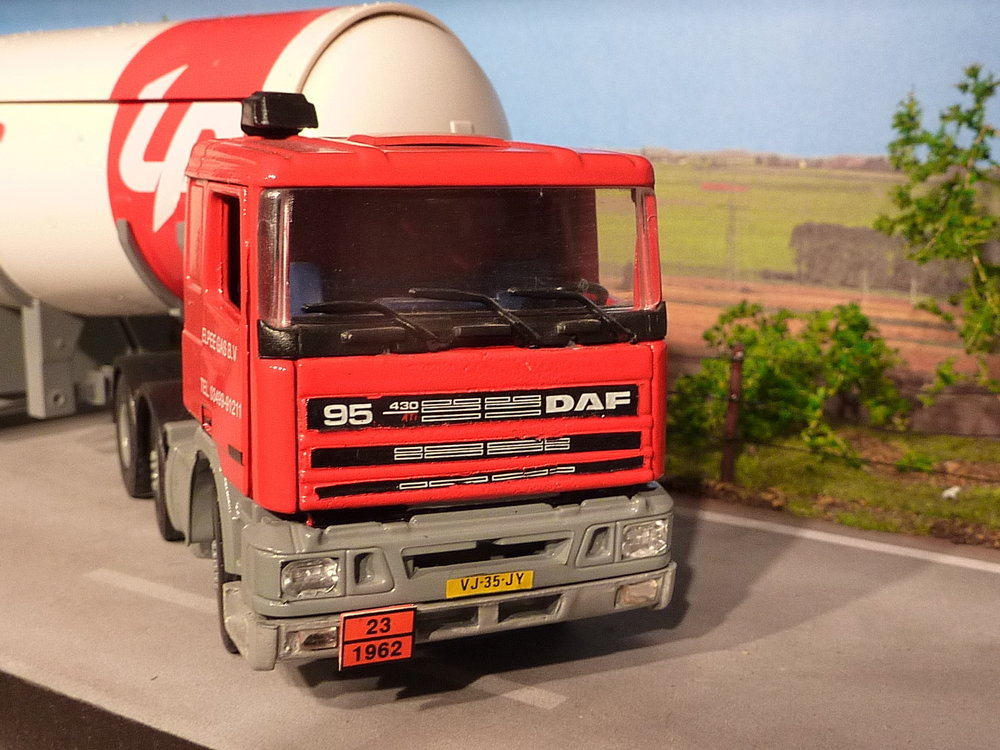 Tekno Tekno DAF 95Ati met gastankoplegger LP Autogas