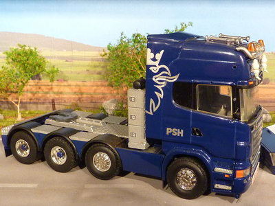 Tekno Tekno Scania R620 8x4 met lowbed oplegger PSH King of the Road Norway