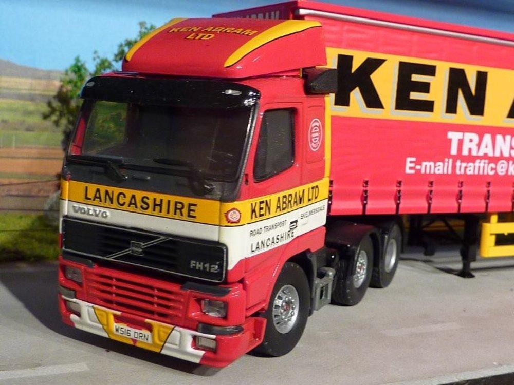 Tekno Tekno Volvo FH12 6x2 met schuifzeilen oplegger Ken Abram Ltd. Lancashire