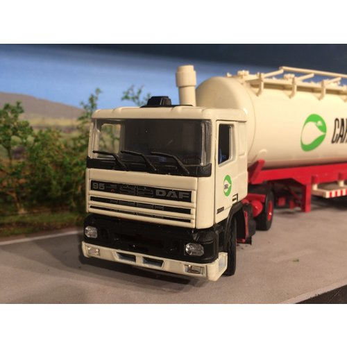 Tekno Tekno DAF 95 with bulk tanker Cargill Amsterdam