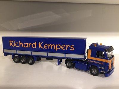 Tekno Tekno Scania 143M met classic huifoplegger Richard Kempers