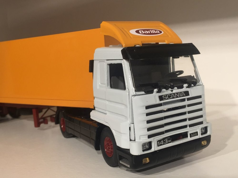 Tekno Tekno Scania 143M streamliner met gesloten oplegger Barilla