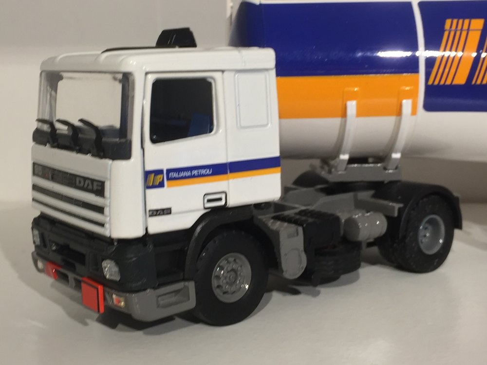 Tekno Tekno DAF 95 met benzine tankoplegger Italiana Petroli IP