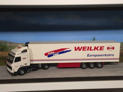 Tekno Tekno Volvo FH12 met koeloplegger Weilke