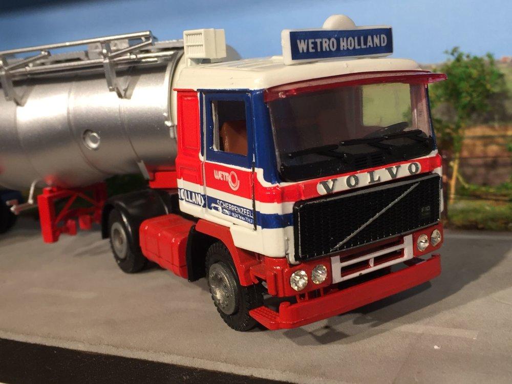 Tekno Tekno Volvo F10 met tankoplegger Wetro
