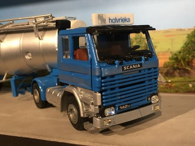 Tekno Tekno Scania 142H met tankoplegger Holvrieka