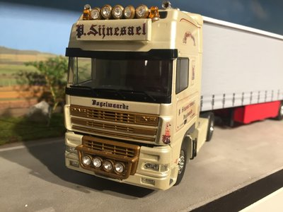 Tekno Tekno/Bemo models DAF 95XF with tautliner semi trailer Sijnesael