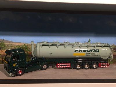 Tekno Tekno Scania 143M streamliner met silo oplegger Freund