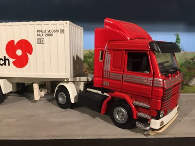 Tekno Tekno Scania 143M met 20ft. container Demo model