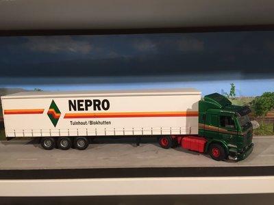Tekno Tekno Scania 143M met schuifzeilen oplegger Nepro