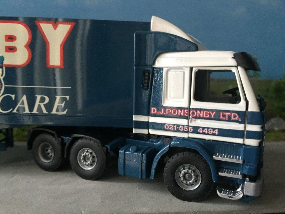 Tekno Tekno Scania 113M/360 6x2 met gesloten oplegger Ponsonby