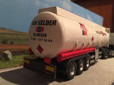 Tekno Tekno DAF 95XF met benzinetank oplegger van Gelder Nijmegen