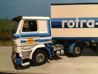 Tekno Tekno Scania 142H met 3-as gesloten oplegger Rotra