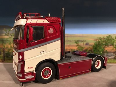 WSI WSI Volvo FH04 4x2 single truck Mike Forster