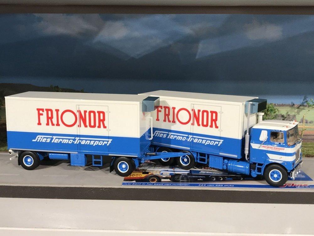 Tekno Tekno Mack F700 motorwagen met aanhanger Sties / Frionor Norway