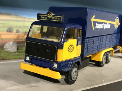 Tekno Tekno Volvo F89 6x2 front carriage with 2-axle curtain side trailer ASG