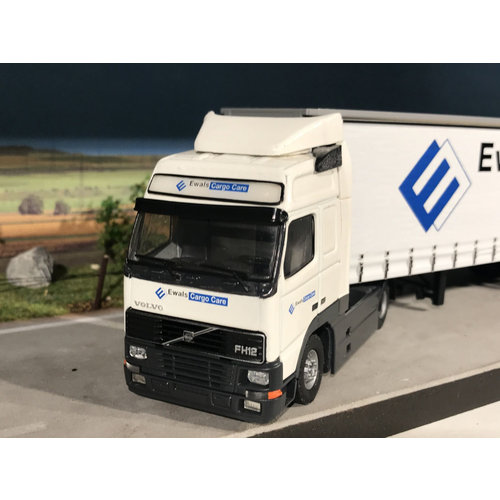 Tekno Tekno Volvo FH12 met schuifzeilen oplegger Ewals