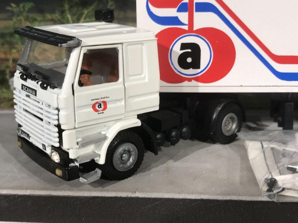 Tekno Tekno Scania 142H met 3-as gesloten oplegger Aartsen fruit