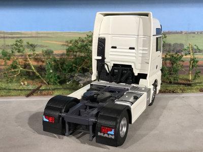 Tekno Tekno T.B. MAN TGX XXL 4x2 RHD single truck