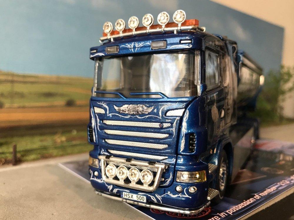 Tekno Tekno Scania R Lowline motorwagen met haakarm Mickes Akeri Sweden