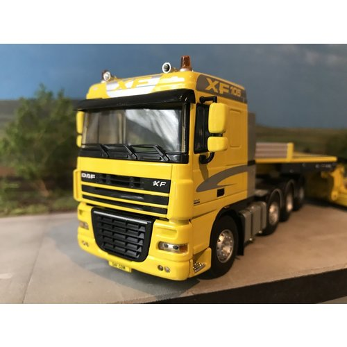 WSI WSI DAF 105XF 8x4 with lowbed semi-trailer DAF DEMO