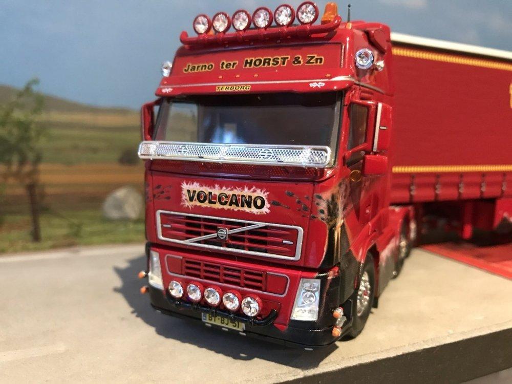 "Tekno Tekno Volvo FH 6x2 Globetrotter met schuifzeiloplegger ter Horst ""Vulcano"""