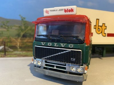 Tekno Tekno Volvo F12 met 3-as gesloten oplegger W.M. Blok Transport